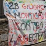 Uno degli striscioni appesi per la manifestazione del 28 giugno contro la geotermia